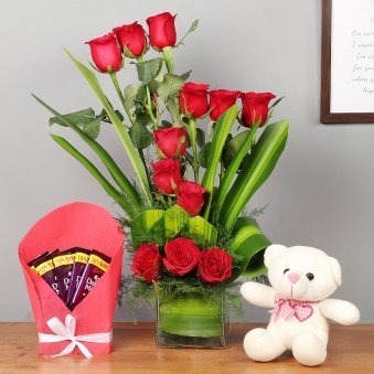 Red roses. Teddy Bear. D...