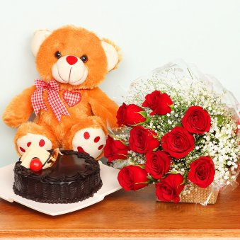 Red Roses. Teddy Bear. C...