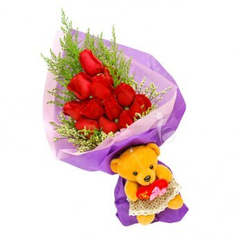 Red roses. Teddy Bear.